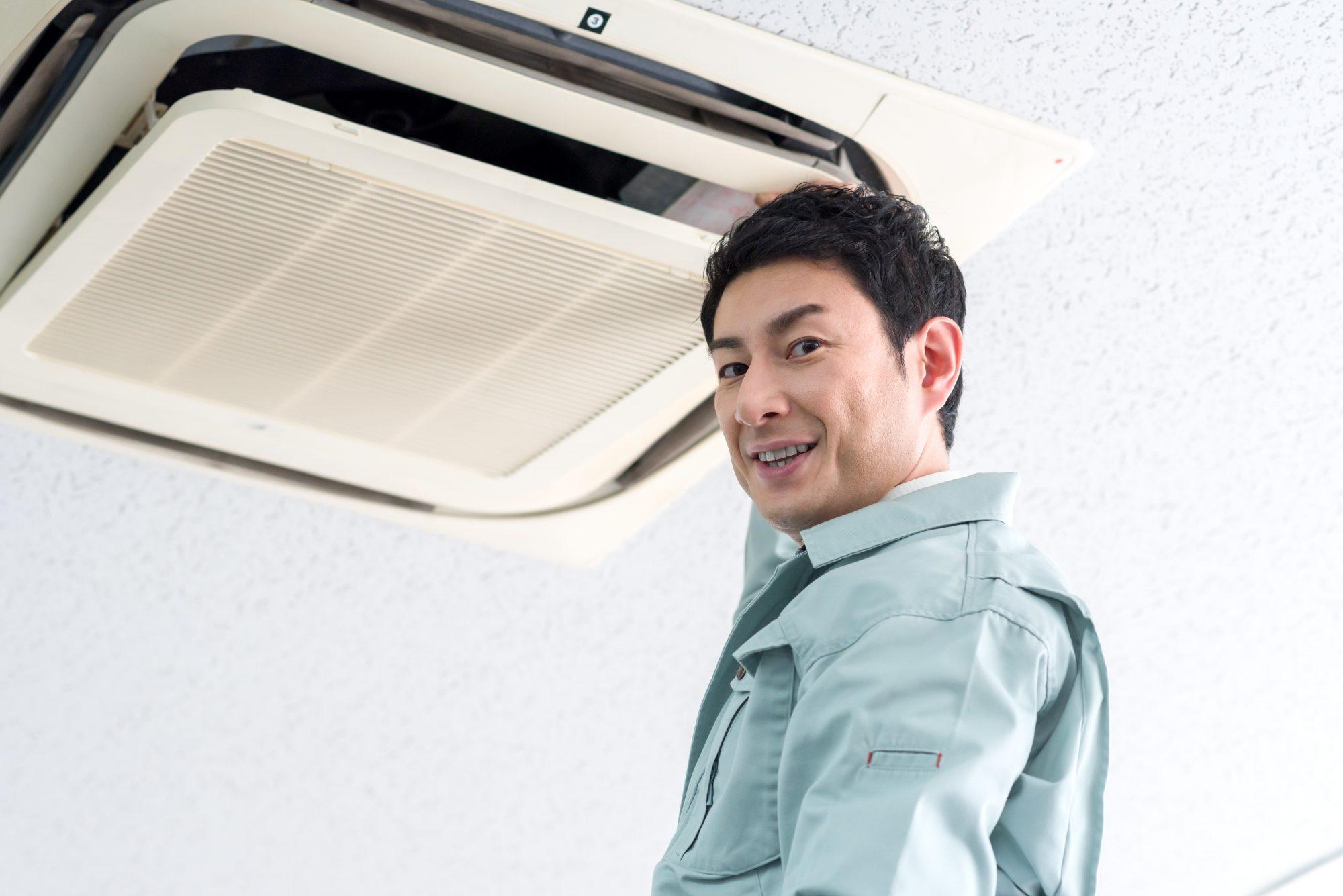 エアコンが壊れたら修理と入れ替えどっちがお得?
