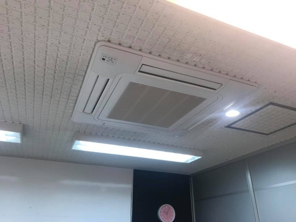 京都市上京区 業務用エアコン入替工事(学習塾様)のサムネイル
